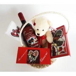 Подаръчна кошница за Свети Валентин 4