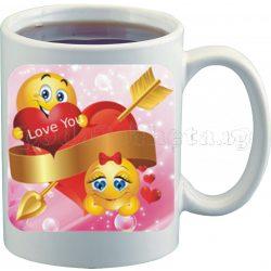 Бяла чаша за влюбени с емотикони 5
