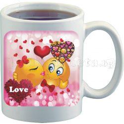 Бяла чаша за влюбени с емотикони 4